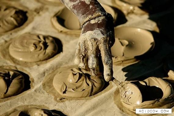 Haitians trick empty bellies with dirt cookies