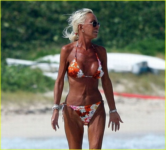 Donatella Versace Shows Off Bikini Body (7 photo)