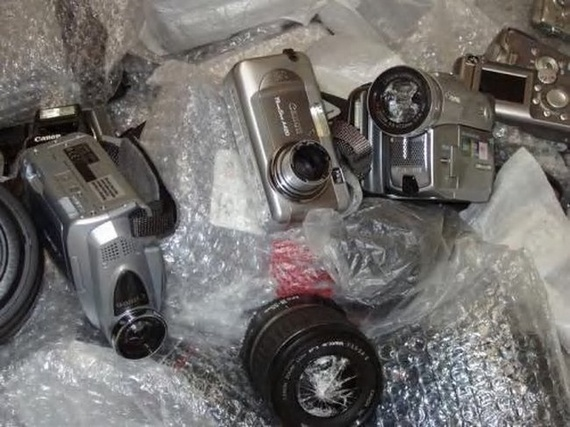 Mass destruction of the Canon cameras (11 pics)