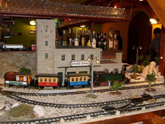 RailRoad Restaurant (11 pics)