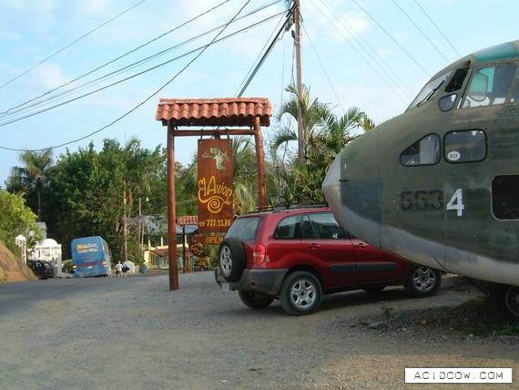 El Avion Restaurant and Bar (8 pics)