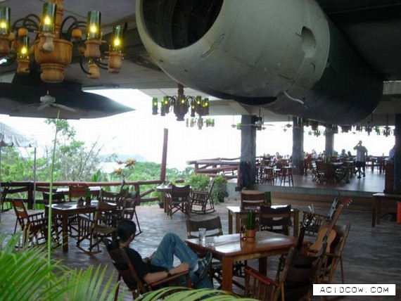 El Avion Restaurant and Bar (8 pics)