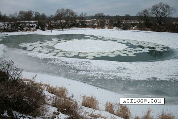 An unusual rotating ice circle (8 pics)