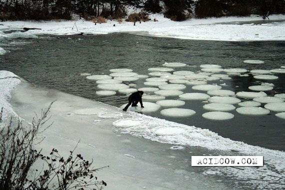 An unusual rotating ice circle (8 pics)