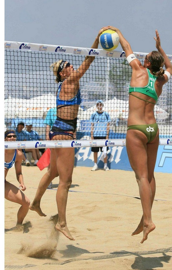volley-women-naked-butt