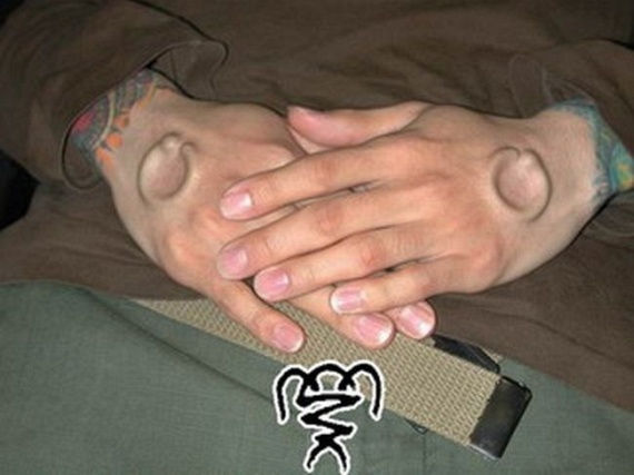 Piercing gets under your skin (18 pics)