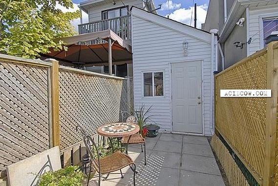 Toronto's Smallest House (11 pics)