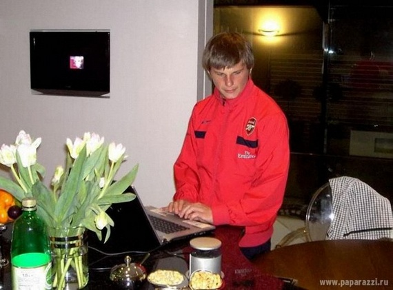 At home with the Arshavin family (14 pics)