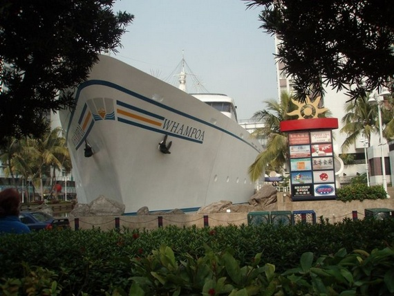 Shopping Mall in Shape of Boat (15 pics)