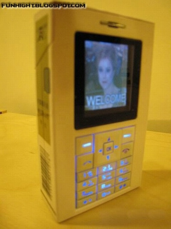 Marlboro Cigarette Box Mobile Phone (8 pics)
