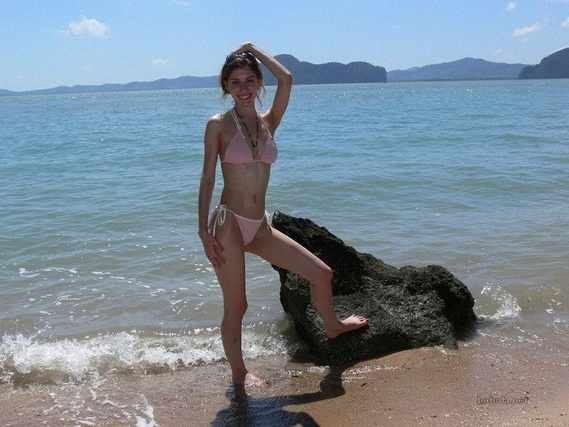 Pretty Beach Girls (35 pics)