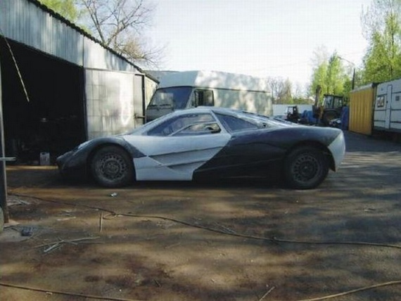 Man Builds McLaren F1 in His Garage (56 pics)