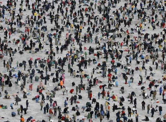 An annual ice fishing festival in S.Korea (14 pics)