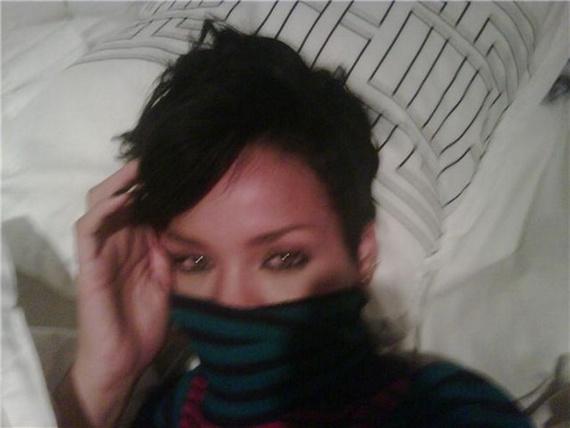 Rihanna Naked! (8 pics)