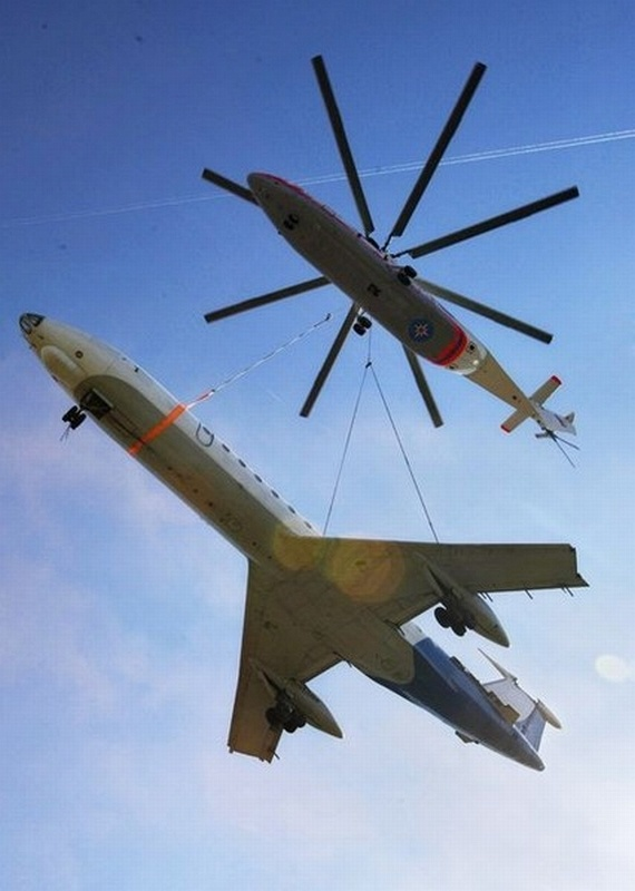 Mi-26 carries Tu-134! (6 pics + video)