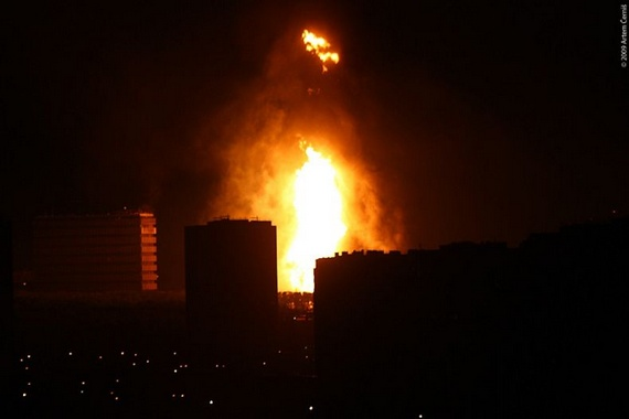 Huge Gas Explosion Illuminates Moscow's...