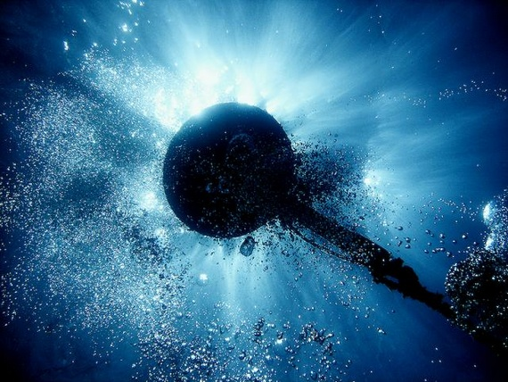 Experiments whit underwater bubbles of air