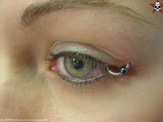 Hit of the Day! Piercing on eyelid (17 pics)