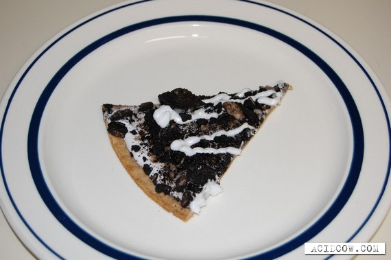 Chocolate pizza with cream (5 pics)