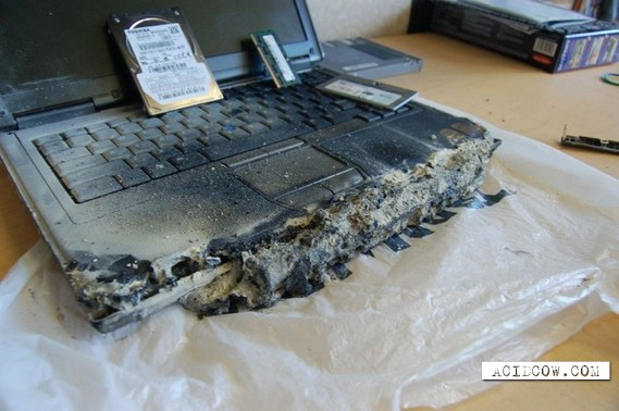 Most reliable laptop in the world (9 pics)