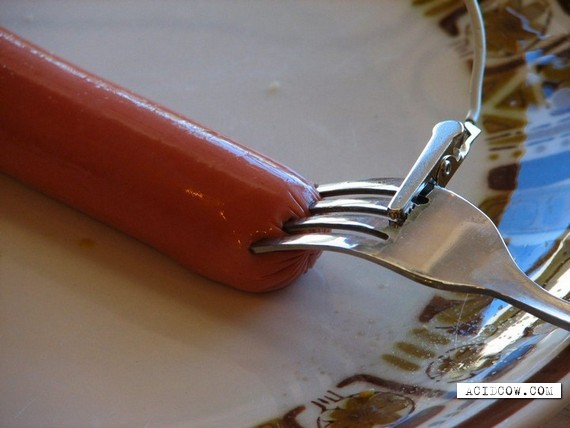 Unusual way of cooking sausages (10 pics)