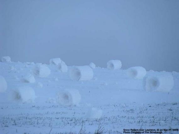Mother Nature creates snow rolls (6 pics)