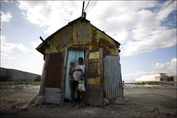 Childbirth danger rampant in Haiti (15 pics)