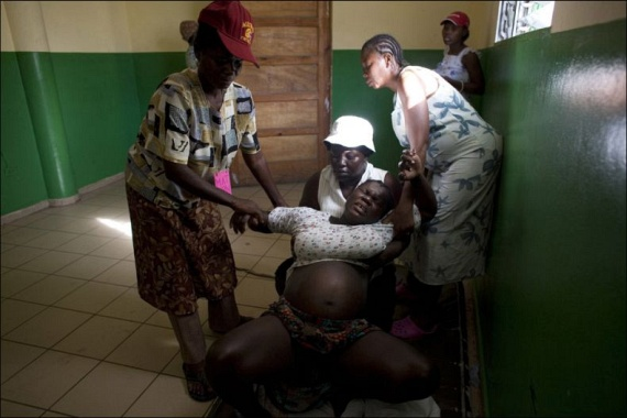 Childbirth danger rampant in Haiti (15 pics)