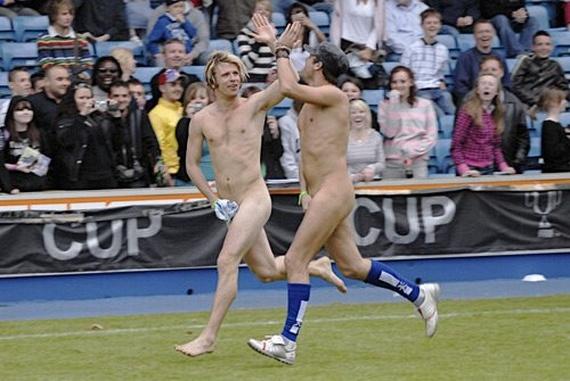 Nude Fans (65 pics)