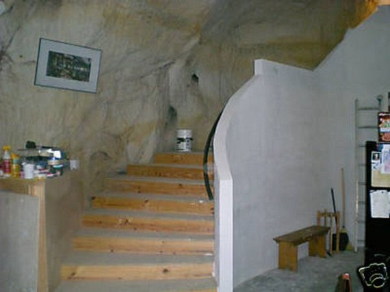 Cave House for Sale on Ebay (12 pics + video)