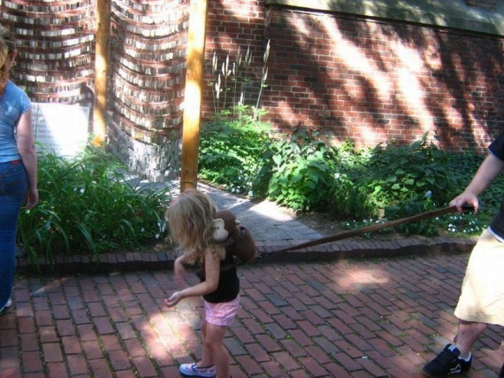 Children on a leash (35 pics)