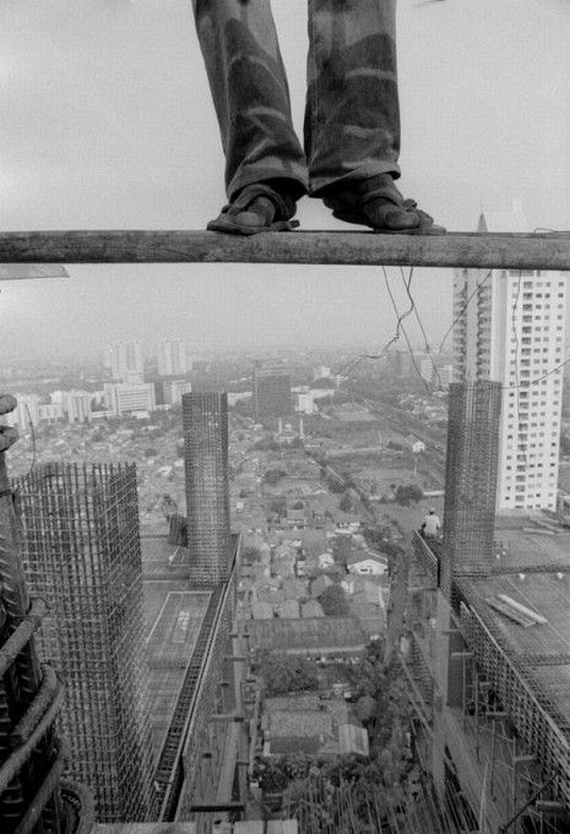 Most Dangerous Job... (23 pics)