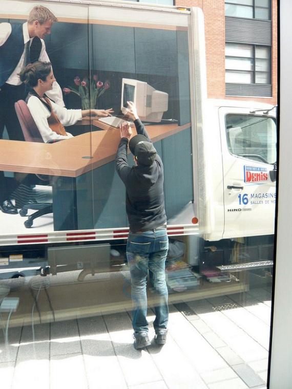 Office Supply Truck Prank (6 pics)
