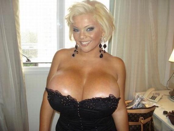 Giant boobs... (52 pics)