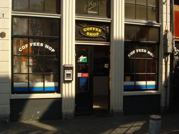 A cannabis coffeeshop (26 pics)