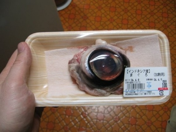 Eating a Tuna Eyeball (6 pics)