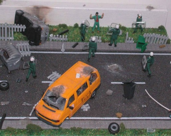 Chaos in a Miniature (17 pics)