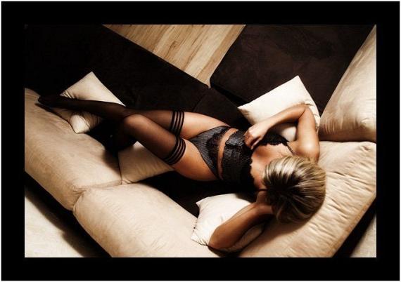 Girls in stockings (60 pics)