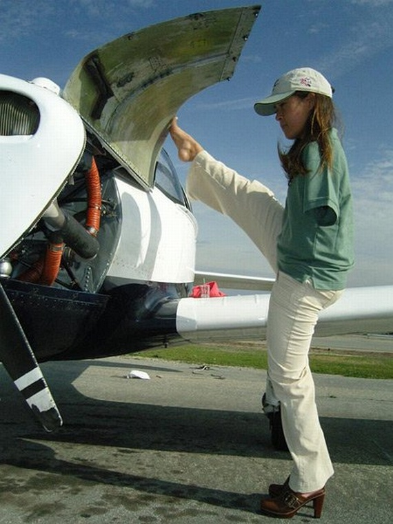 Jessica Cox Becomes First Pilot With No Arms