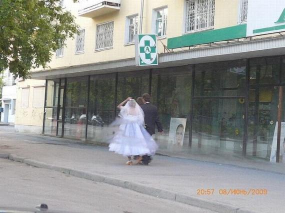 Unordinary wedding (4 pics)