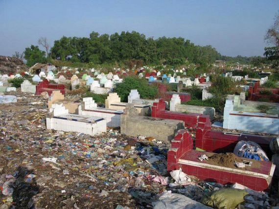 Garbage Village (7 pics)