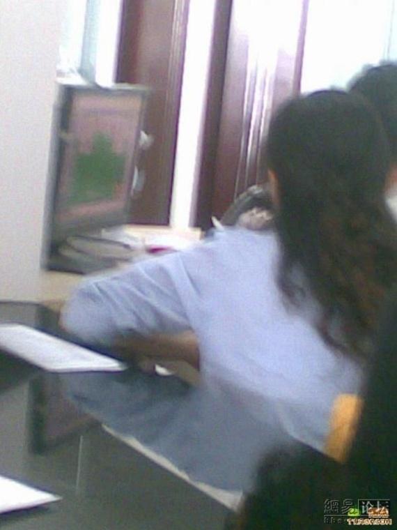 Don't disturb me! I'm working! (7 pics)