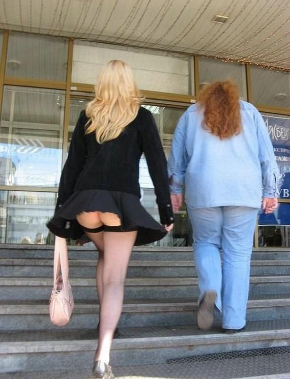 Au magasin nue sous sa jupe - 2 1