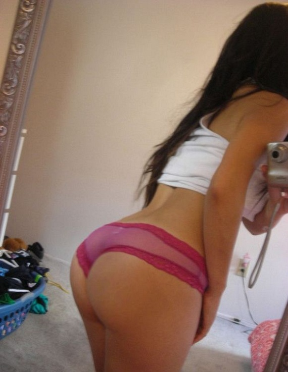 Girls and mirrors (32 pics)