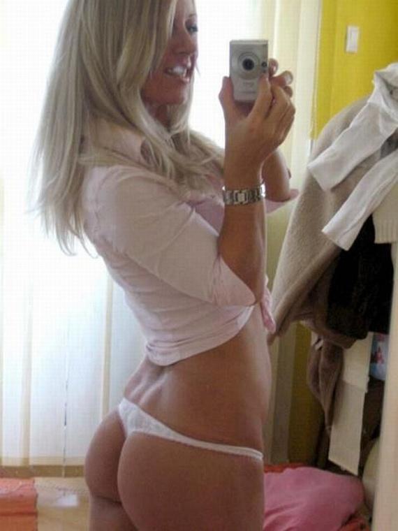 Girls and mirrors (32 pics)