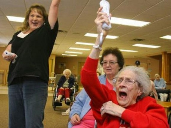 Pensioners Playing Wii (20 pics)