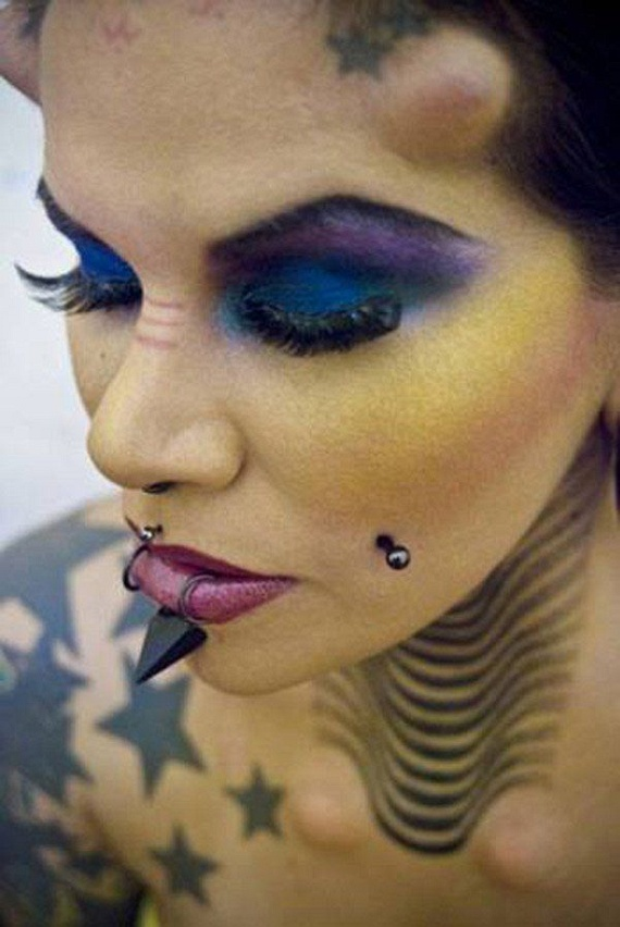 She Loves Body Modifications (17 pics)