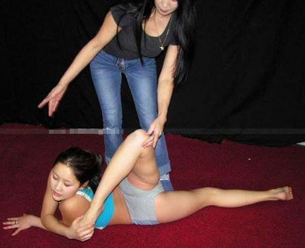 Chinese Gymnastics School (38 pics)