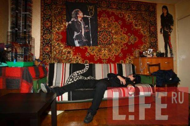 Russian Michael Jackson look-alike cut wrists (4 pics)