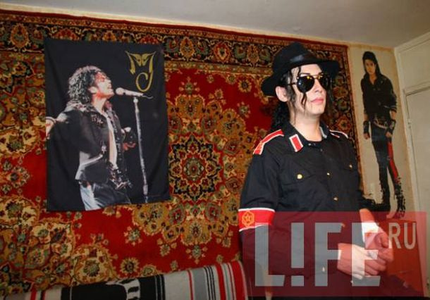 Russian Michael Jackson look-alike cut wrists (4 pics)